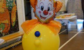 clowin around